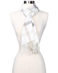 Белый шарф в шотландскую клетку