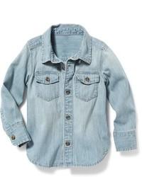Голубая джинсовая рубашка с длинным рукавом