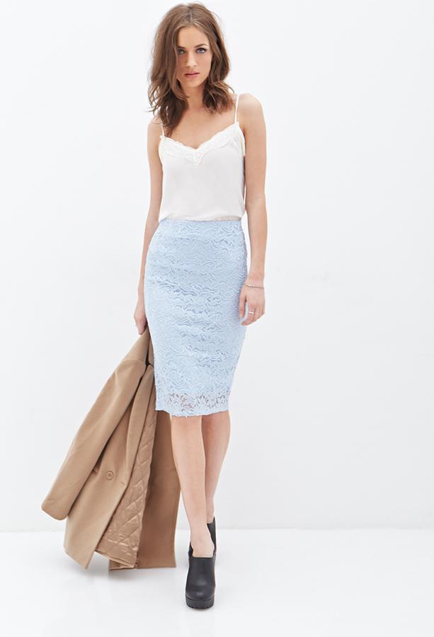 С чем носить голубую кружевную юбку
