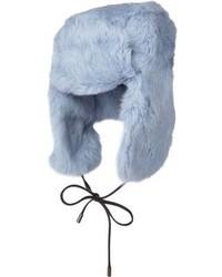 Голубая меховая шапка