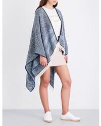 Голубое вязаное пончо