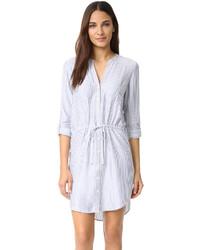 Голубое платье-рубашка в вертикальную полоску