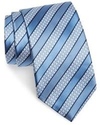 Голубой галстук в горизонтальную полоску