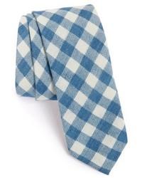 Голубой галстук в клетку