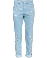 Голубые джинсы с украшением