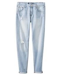 Голубые рваные джинсы-бойфренды
