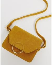 Горчичная замшевая сумка через плечо от ASOS DESIGN