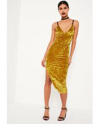 Женское горчичное бархатное облегающее платье от Missguided
