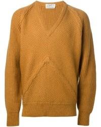 Горчичный свитер с v-образным вырезом
