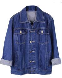 Рубашка с коротким рукавом и джинсовая куртка отлично впишутся в ансамбль в непринужденном стиле.