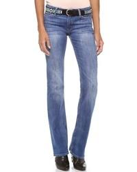 Сочетание топсайдеров и джинсов — прекрасный вариант для создания образа в стиле элегантной повседневности.