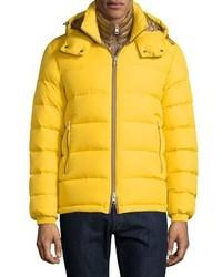 Желтая куртка-пуховик
