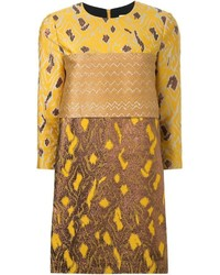 Желтое платье прямого кроя с вышивкой
