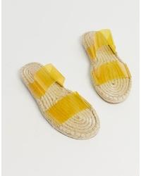 Желтые резиновые сандалии на плоской подошве от ASOS DESIGN