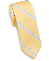 Желтый галстук в вертикальную полоску