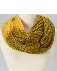 Желтый шарф