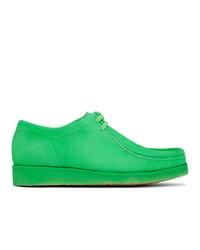 Зеленые замшевые ботинки дезерты