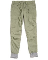 Зеленые спортивные штаны