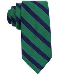 Зеленый галстук в горизонтальную полоску