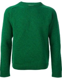 Зеленый свитер с круглым вырезом