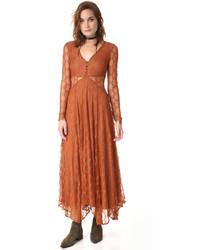 Золотое кружевное платье-макси