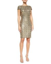 Золотое облегающее платье с пайетками