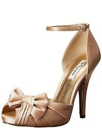 Золотые сатиновые туфли