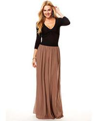 Коричневая длинная юбка со складками