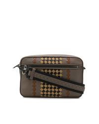 Коричневая кожаная сумка почтальона с принтом от Bottega Veneta