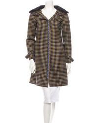 Коричневое пальто с меховым воротником