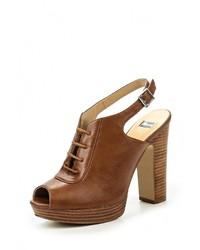 Коричневые кожаные босоножки на каблуке от Bata