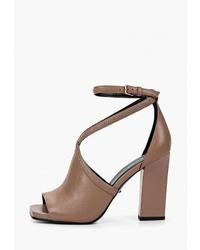 Коричневые кожаные босоножки на каблуке от Vitacci