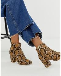 Коричневые кожаные ботильоны со змеиным рисунком от New Look