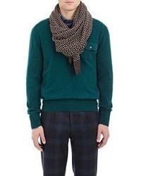 Коричневый шарф в горошек