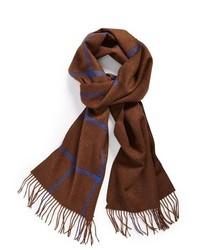 Коричневый шарф в шотландскую клетку