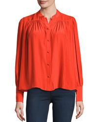 Красная блуза на пуговицах