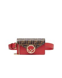 Красная кожаная поясная сумка от Fendi