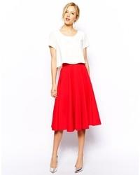 Красная пышная юбка