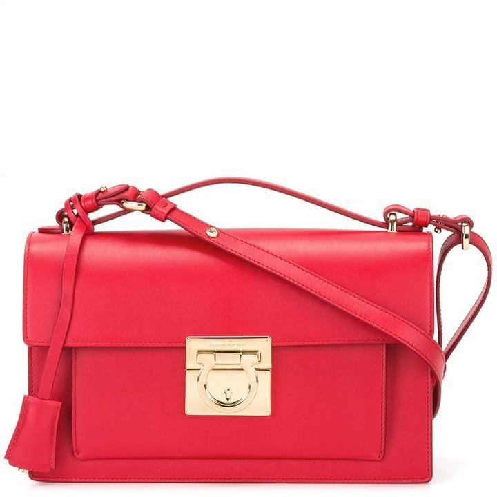 8f601d295b1d Красная сумка через плечо от Salvatore Ferragamo, 94 111 руб ...