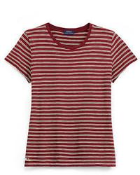 Красная футболка с круглым вырезом в горизонтальную полоску