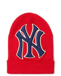 Мужская красная шапка с принтом от Gucci