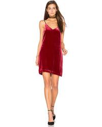 Красное бархатное платье-комбинация