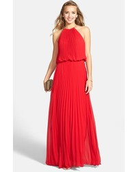 Красное вечернее платье со складками