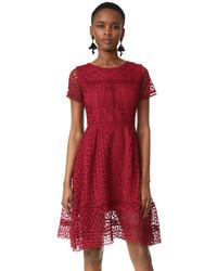 Женское красное кружевное платье с пышной юбкой от Cupcakes And Cashmere