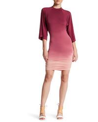 Красное облегающее платье в горизонтальную полоску