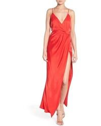 Красное платье-макси с разрезом