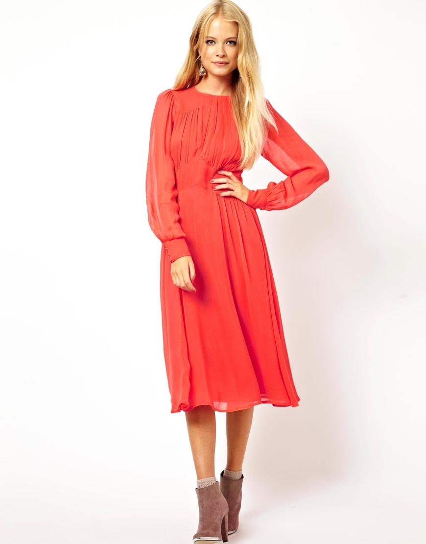 Платье с красными шифоновыми рукавами