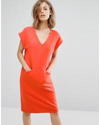 Красное платье прямого кроя