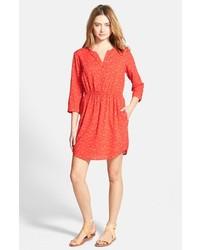 Красное платье-рубашка с принтом