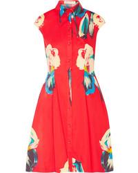 Красное платье-рубашка с цветочным принтом